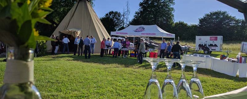 Die Tipi-Event-Location im Sommer